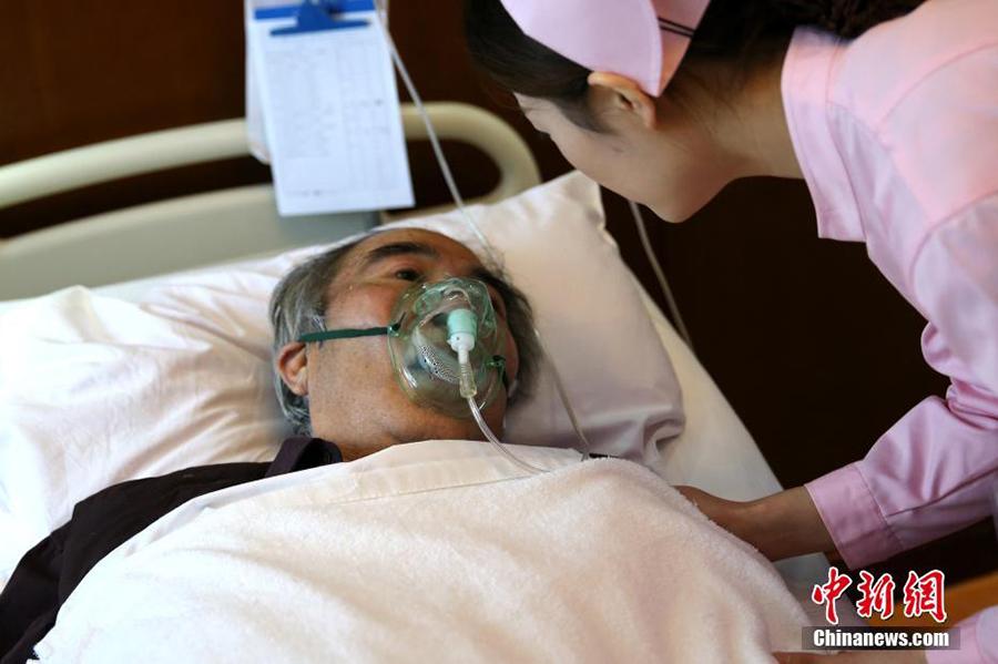 七旬老人被救醒后写 护士没吃饭 称应相互理解